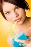 Drinkende cocktail Stock Afbeeldingen