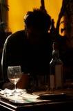 Drinkende mens Royalty-vrije Stock Afbeeldingen