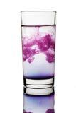 drinkexponeringsglasvatten arkivbild