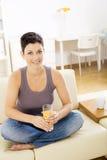 drinking juice orange woman Στοκ φωτογραφία με δικαίωμα ελεύθερης χρήσης