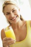 drinking juice orange woman young Στοκ εικόνες με δικαίωμα ελεύθερης χρήσης