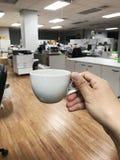 Drinkkaffe i morgonen Arkivfoto