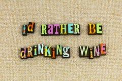 Drinkt eerder wijnfeministe royalty-vrije stock afbeeldingen