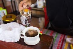Driping do café no café nativo Imagem de Stock