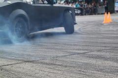 Driva bilen i rök Arkivbilder