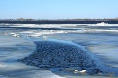 driva isflodfjäder fotografering för bildbyråer