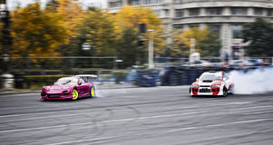 Driva Nissan vs Subaru Royaltyfria Bilder