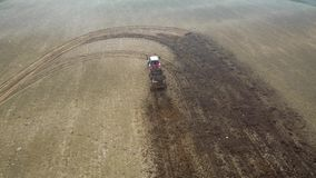 Drive αγροτικών τρακτέρ μέσω του γεωργικού τομέα και της λίπανσης του με το λίπασμα φιλμ μικρού μήκους