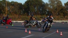 Drive μοτοσυκλετιστές Moto Gymkhana μαθημάτων μοτοσικλετών φιλμ μικρού μήκους
