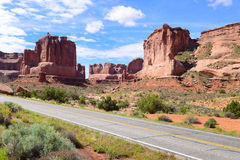 Drive through Arches National Park i Utah Stock Photography