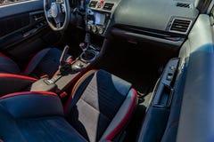 driver& x27的顶视图; s和一辆现代汽车的乘客座位 库存照片