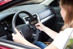 Driver adolescente Texting Immagine Stock