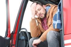 Driver in cabina di grande camion fotografie stock