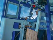 Driver della barca nel giro giorno nell'isola Tailandia del rayong, fotografia stock