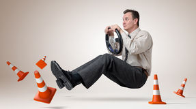 Driver di automobile divertente dell'uomo con una rotella Immagini Stock Libere da Diritti