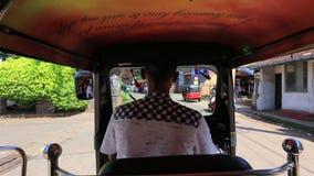 Driver di Tuk-tuk stock footage