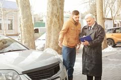 Driver explaining details of accident to loss adjuster royalty free stock photography