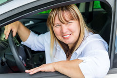 Driver femminile felice 50 anni Immagini Stock Libere da Diritti