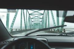 Driver& x27 ; point de vue de s sur le grand pont près d'Astoria, Orégon photos libres de droits
