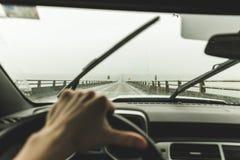 Driver& x27; punto di vista di s sul grande ponte vicino a Astoria, Oregon Fotografia Stock