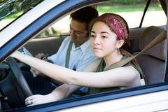 Driver teenager sulla strada Fotografia Stock Libera da Diritti