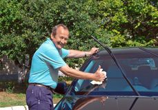 Driver washing a car Royalty Free Stock Photography