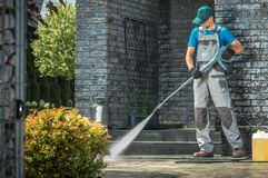 Free Driveway Pressure Washing Royalty Free Stock Images - 143547039