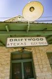 Drivved Texas tecken på historisk byggnad Arkivbild