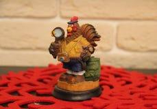 Drizzi l'oroscopo di festa della casa della figurina del pollo della statua del regalo del nuovo anno di sorpresa Immagini Stock