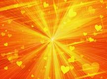 Drömlika mousserande ljusa hjärtor på solen rays bakgrunder Royaltyfri Fotografi