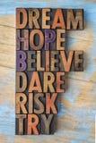 Drömma, hoppas, tro, våga, riskera och försök ordabstrakt begrepp Royaltyfria Bilder