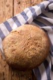 Drożdże bezpłatny domowej roboty chleb, odgórny widok zdjęcia stock