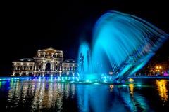 Drobeta Turnu Severin Theatre bis zum Nacht lizenzfreie stockfotos