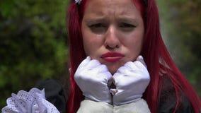 Droevig en Gedeprimeerd Cosplay-Meisje stock footage