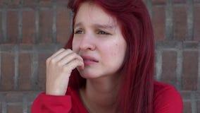 Droevig en Gedeprimeerd Tienermeisje stock videobeelden