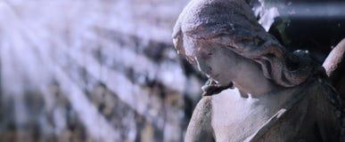 Droevig Engelen antiek standbeeld stock fotografie