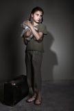 Droevig kind met koffer Royalty-vrije Stock Afbeelding