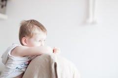 Droevig Little Boy Stock Foto's