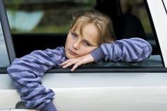 Droevig meisje in auto Royalty-vrije Stock Afbeeldingen