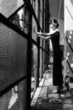 Droevig meisje dat situatie evalueert Royalty-vrije Stock Foto's