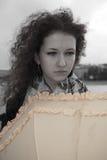 Droevig meisje met paraplu Royalty-vrije Stock Fotografie