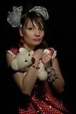 Droevig meisje met teddybeer Royalty-vrije Stock Foto