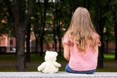 Droevig meisjesportret. Stock Foto