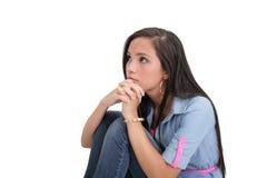Droevig mooi meisje geknuffel op de vloer Royalty-vrije Stock Fotografie