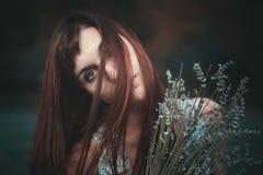 Droevig portret van rode haired vrouw stock foto