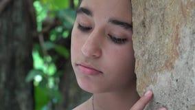 Droevig Teenaged-Meisje stock video