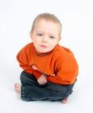 Droevig weinig jongen op wit Royalty-vrije Stock Fotografie