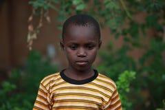 Droevige Afrikaanse dichte omhooggaand van het babyportret royalty-vrije stock fotografie