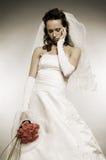 Droevige bruid met bos van rozen royalty-vrije stock fotografie