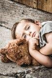 Droevige Dakloze Jongen stock fotografie